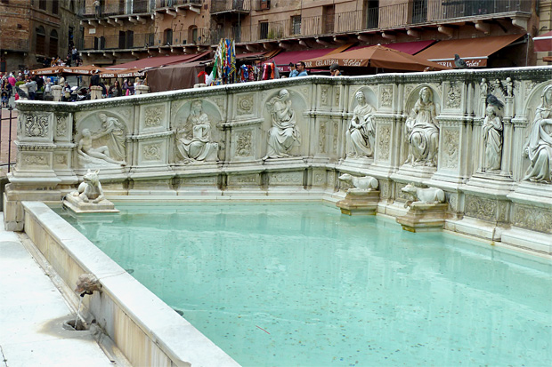 Brunnen auf der Piazza des Campo