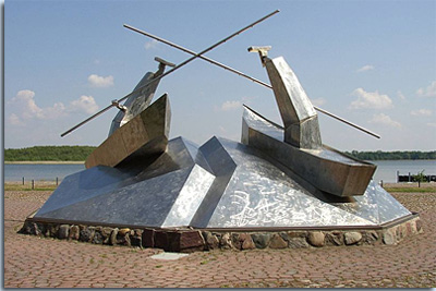 Seeschlacht-Denkmal an der Uferpromenade in Wustrau