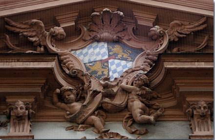 Wappen am Palais Holnstein