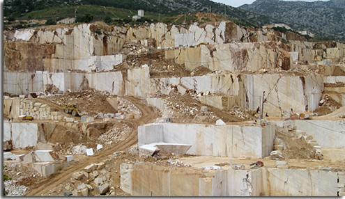 Marmorsteinbruch auf Sardinien